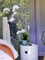 Bout de canapé cylindrique et raffiné en plastique moulé. Très fonctionnel, il est idéale pour une chambre aux allures design et tendances.