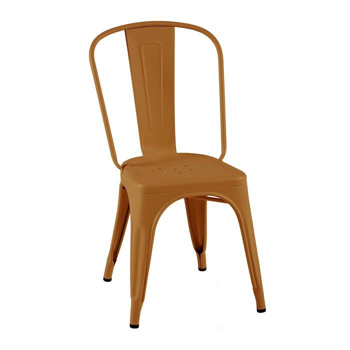 Chaise en acier de la marque Tolix dans un jolie coloris terracotta.