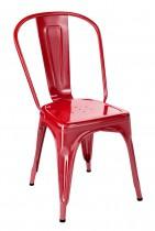 Chaise rétro en métal tres tendance, de la marque Tolix. Elle est présenté en rouge piment brillant.