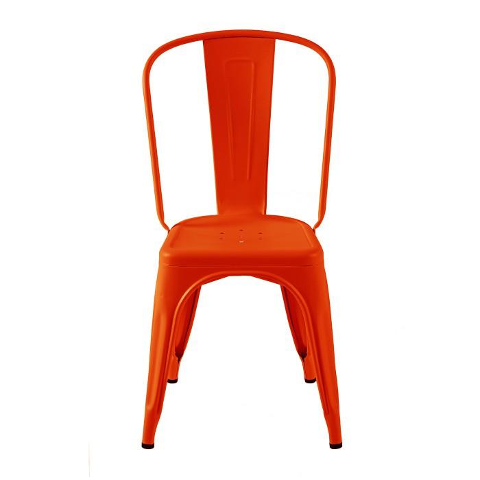 Chaise de couleur rouge orangé, model poivron. Sa finition est laqué mat. La marque est Tolix.