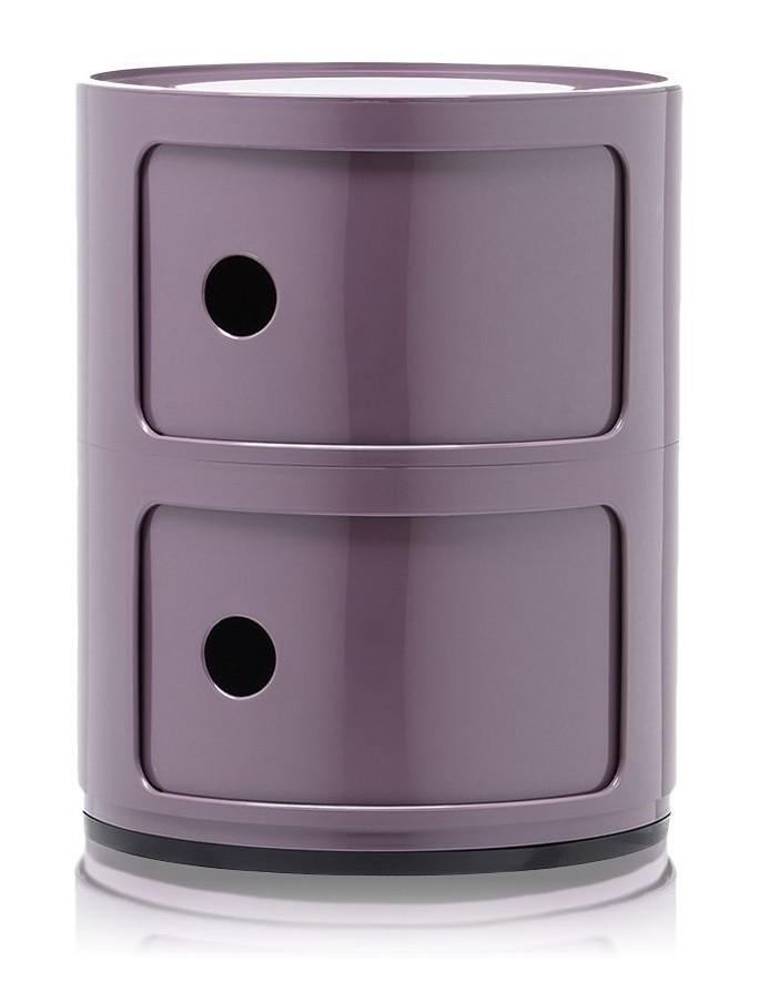 Petit meuble rond en plastique de couleur violet. Il a été la designé par Anna Castelli Ferreri et  s'est imposé au fil des décennies comme un véritable classique du design.