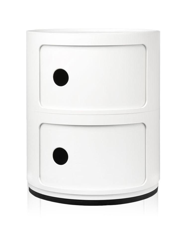 Rangement Componibili de Kartell en blanc brillant. Présenté ici avec deux tiroirs, il existe en 3 et 4 espaces et avec des roulettes.
