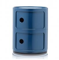 Meuble en plastique composable Componibili. Il existe dans différentes finitions, ici avec 2 étagères en bleu brillant.