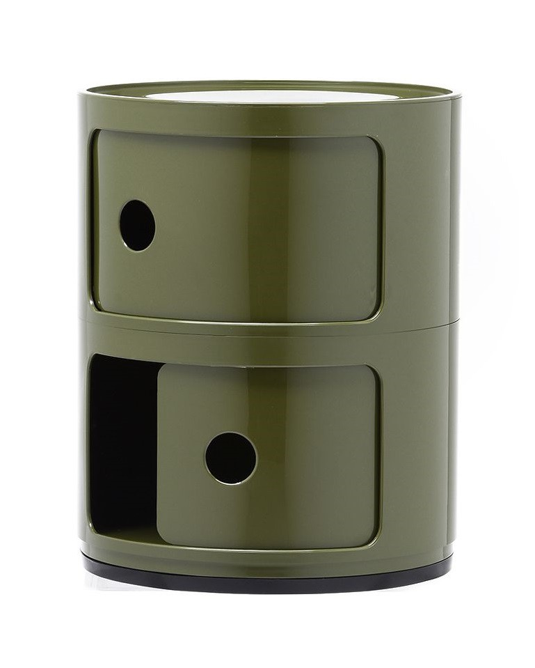 Véritable classique du design, ce petit meuble vert est devenu un véritable produit de lux accessible. Il se base sur un système de superposition, élémentaire mais solide d'éléments de rangement.