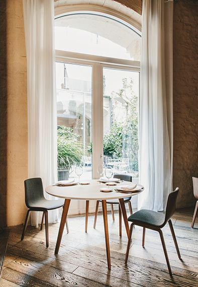 TABLE GHER OVALE 200X110 - Pieds chêne clair - Plateau blanc