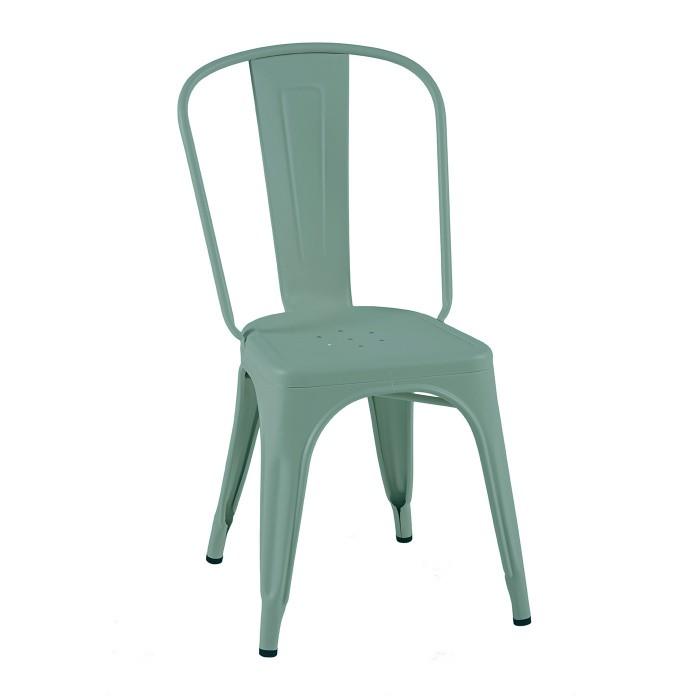 Chaise en acier avec un look vintage industriel. Le coloris est vert lichen. Cette chaise est une chaise Tolix.